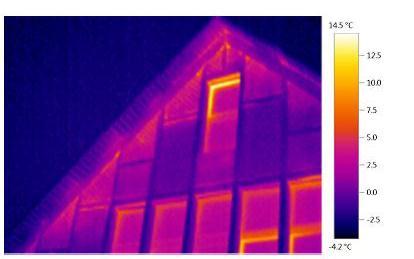 Thermographie einer Giebelwand mit Wärmebrücken