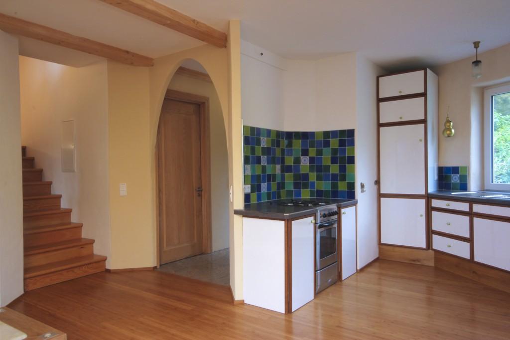 k che und eingangsbereich des mit strohballen ged mmten wohnhauses in bad k nig pro clima. Black Bedroom Furniture Sets. Home Design Ideas