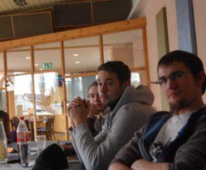 Mathias Hommes (rechts) beim ABC des Hausbaus. Neben ihm sitzen seine Kollegen Marco Domnick und Jan Struck.
