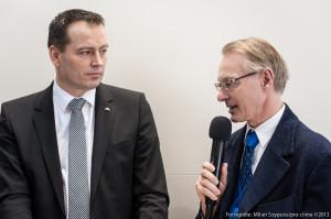 Christoph Hugenberg, Vorstand ROTO Dach und Solartechnologie (links) mit Uwe Bartholomäi, MOLL pro clima bei der Live-Sendung Fachforum BAU 2013 in München.