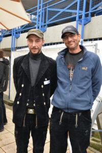 Zimmerergeselle Marko Glumac und Rainer Müller von der Zimmerei Holzbau Thomas in Oftersheim sind beim Start der Dach-Praxis-Tour dabei gewesen.