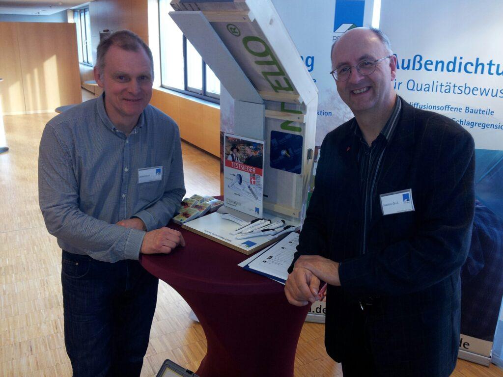 Detlef und Joachim Groß, pro clima Gebietsvertretung Nord, beraten auf dem Forum Energie und Bau in Hannover.