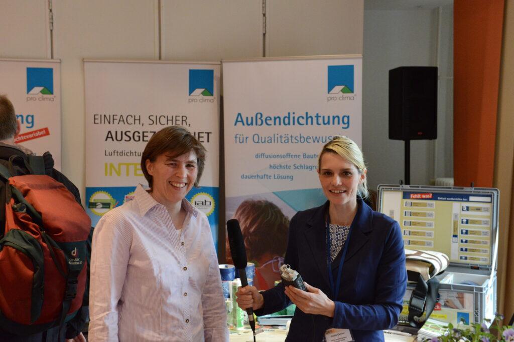 Bauingenieurin Stefanie Rolfsmeier (links) mit Heide Gentner vom pro clima Bauradio.