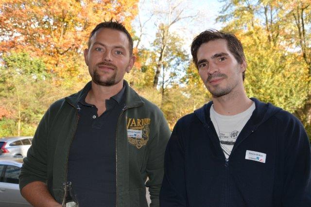 """Teilnehmer Bauingenieur Matthias Reincke (links) mit Zimmerergesellen Dennis Bröhan. Reincke sagte: """"Ich habe diese Schulung ausgewählt, weil sie verschiedene Gewerke kombiniert und jedes Veranstaltungsmodul eine gute Übersicht zum aktuellen Stand der Technik gibt."""