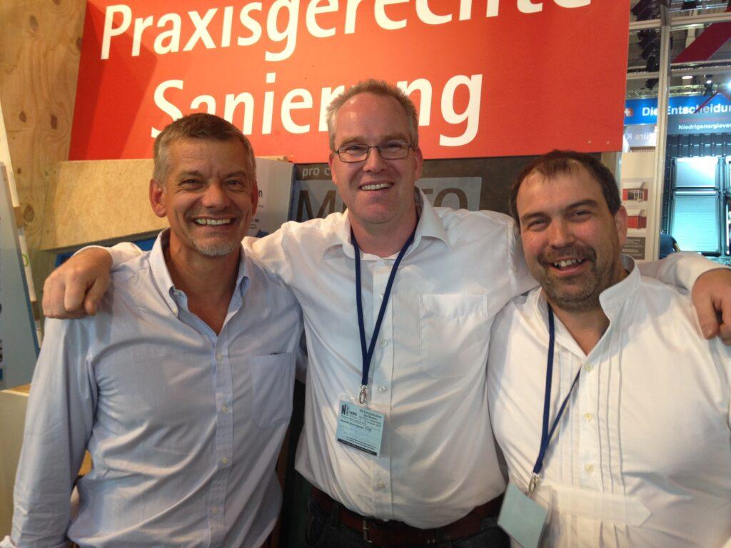 Jan Lüth (links), pro clima Außendienst Ost mit dem pro clima Außendienst Nord-Team: Jan Krebs und Frank Brockmann.