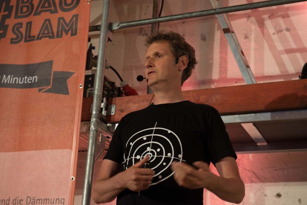 Holger Merkel gibt auch Blower-Door-Seminare. Sein Vortrag beschäftigte sich mit Blower-Door-Manipulationen.