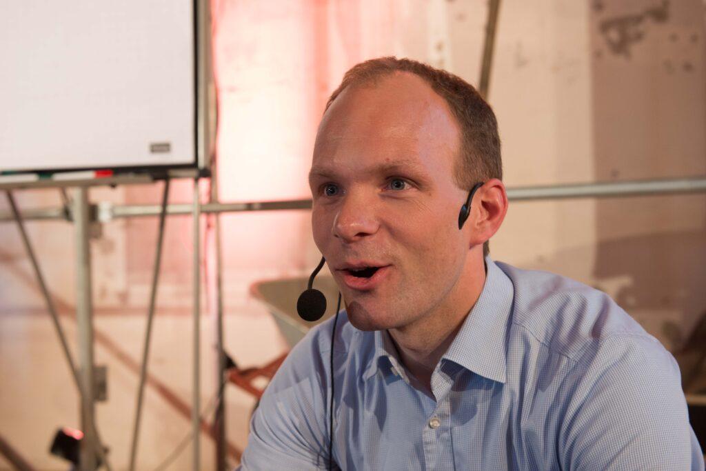 Holzbauingenieur Leo Morche sprach über Faktoren, die das Raumklima beeinflussen.