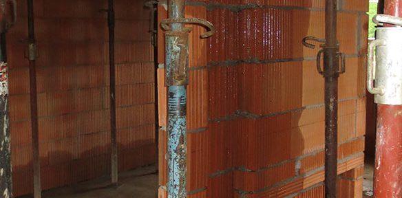 Tagwasser auf Winterbaustelle