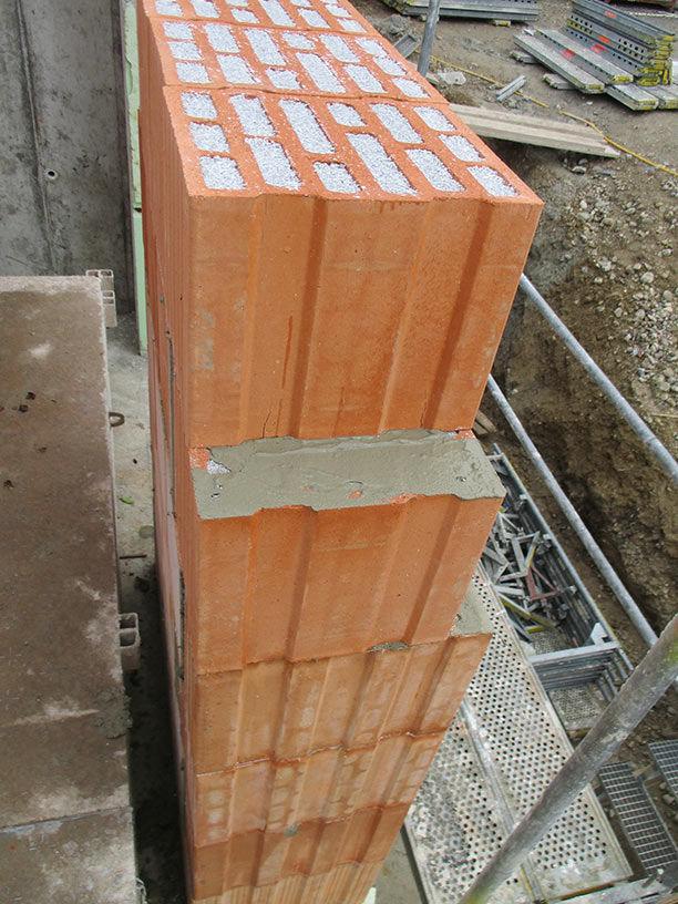 Ziegel verschlossen Wassereintritt auf Winterbaustelle